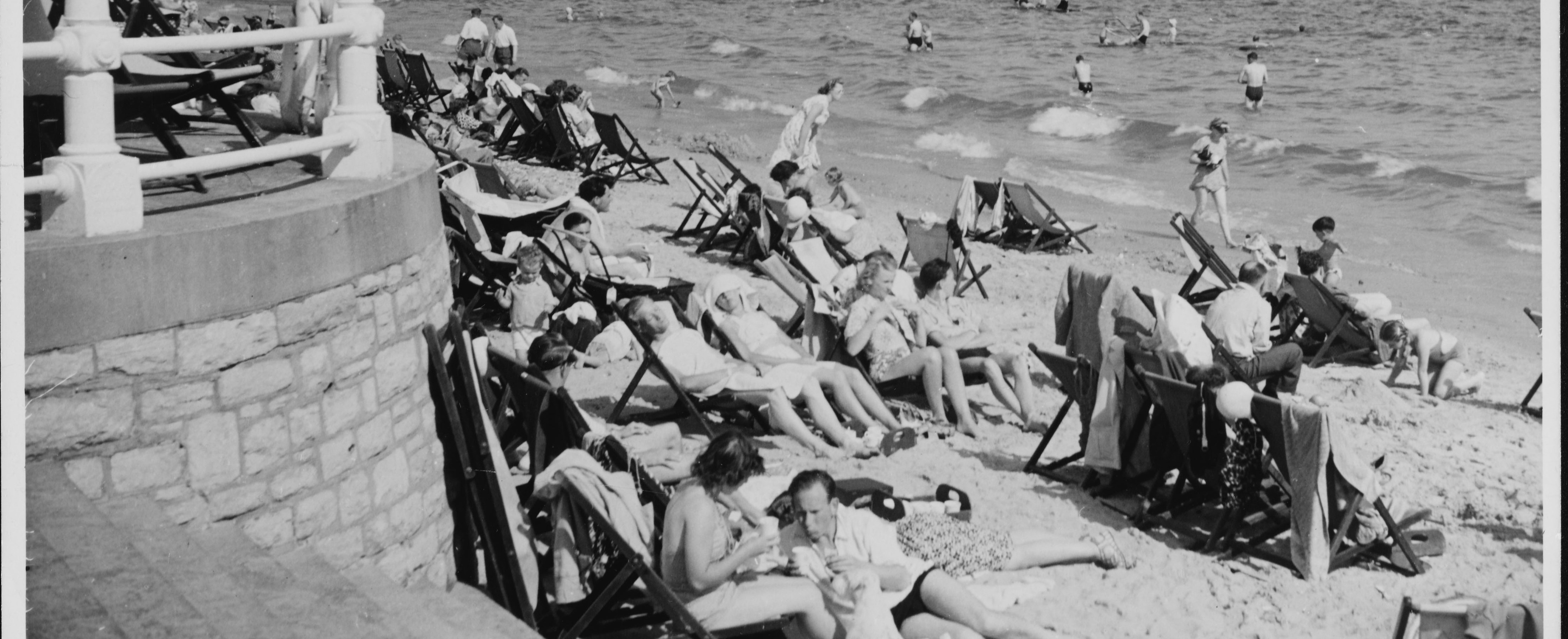 AA0GK7 Bournemouth Beach 1950s