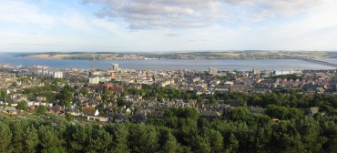 Dundee_and_Firth_of_Tay_from_Dundee_Law