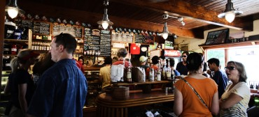restaurant-people-alcohol-bar